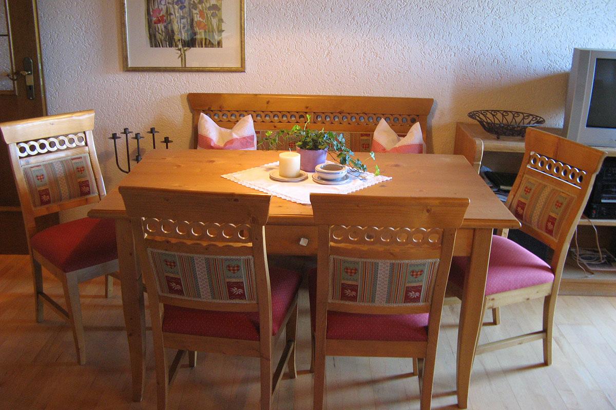 Blick in eines der gemütlichen Schlafzimmer der 4 Sterne Ferienwohnung Bauernhof
