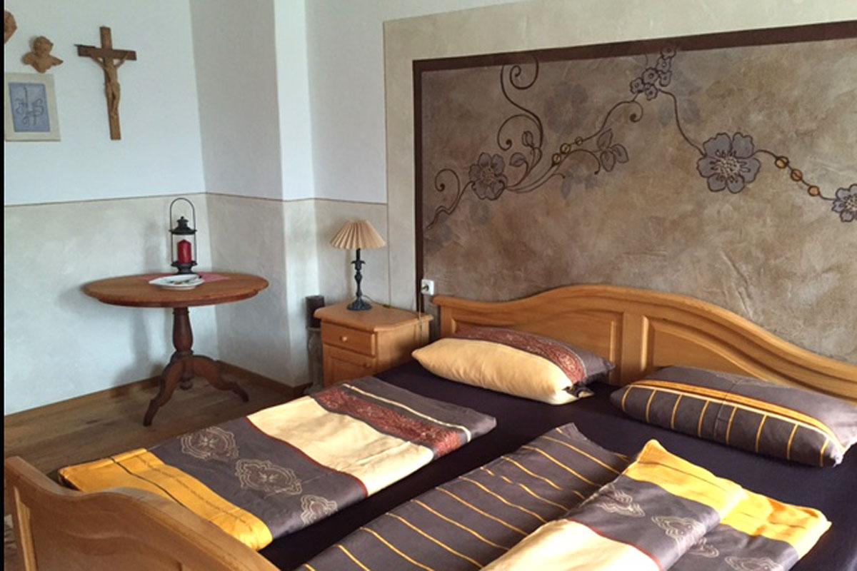 Gemütliches Schlafzimmer in unserer Ferienwohnung Antike