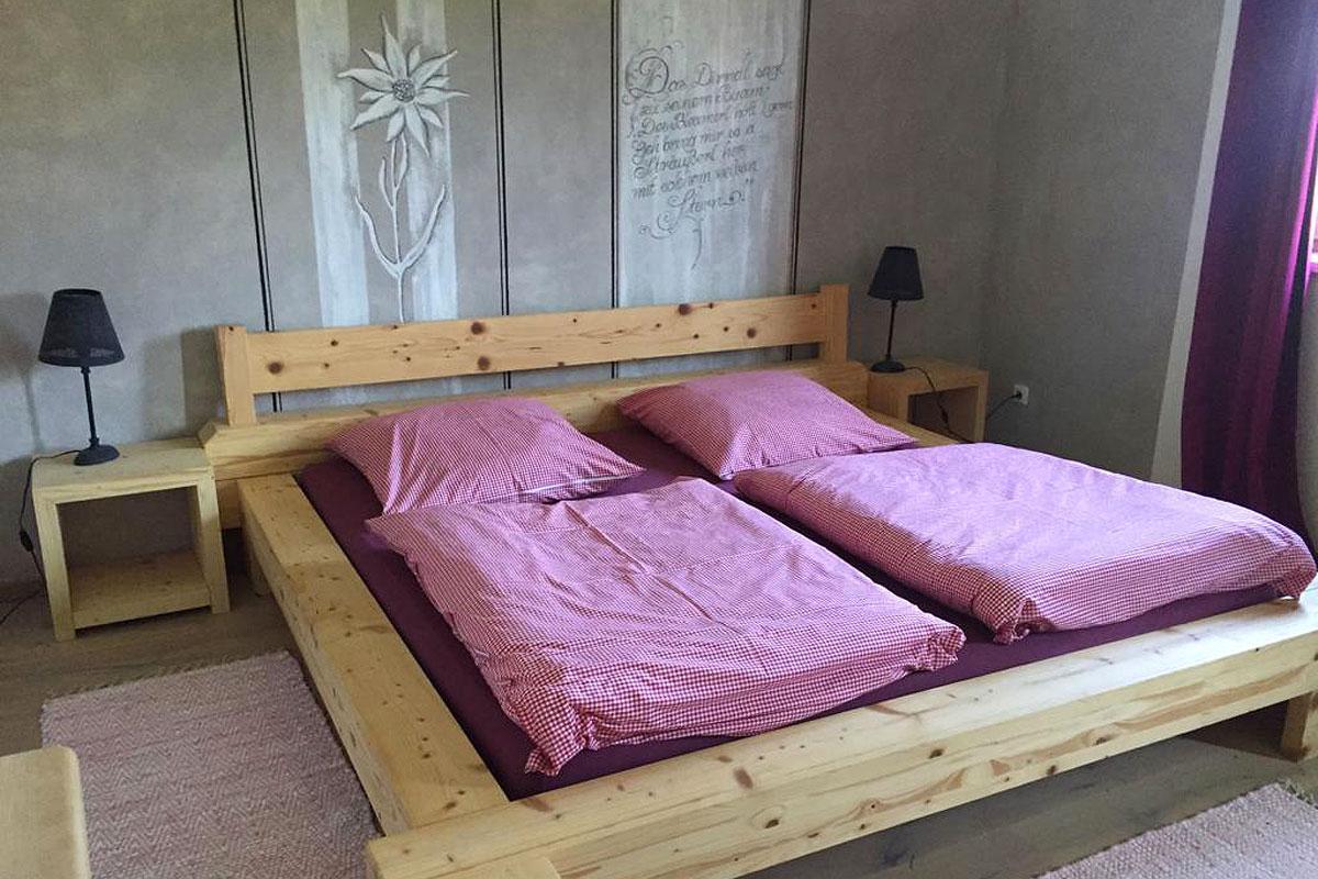 Komfortables Schlafzimmer in der Ferienwohnung Zum Bauerngarten